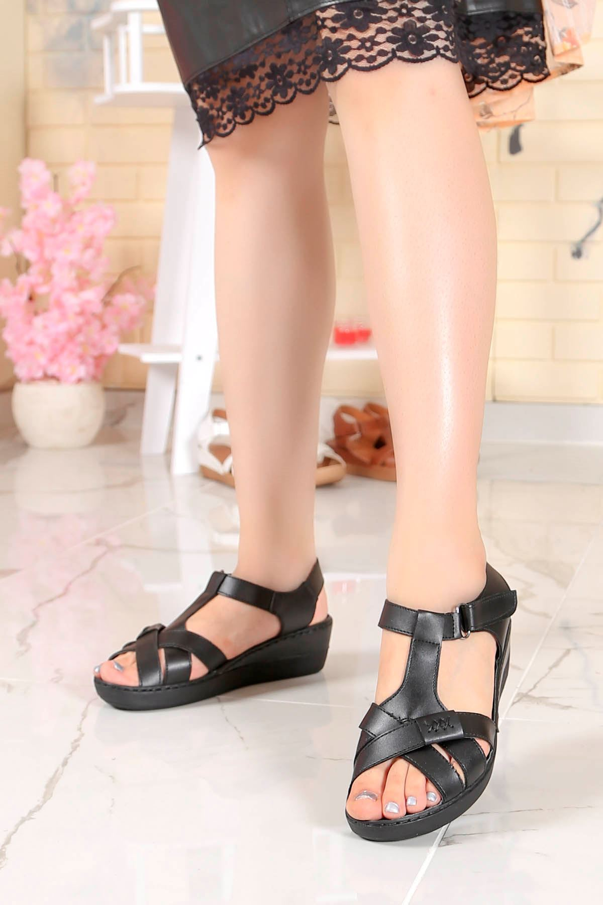 My-Fit-18 Dolgu Taban Sandalet Siyah Deri