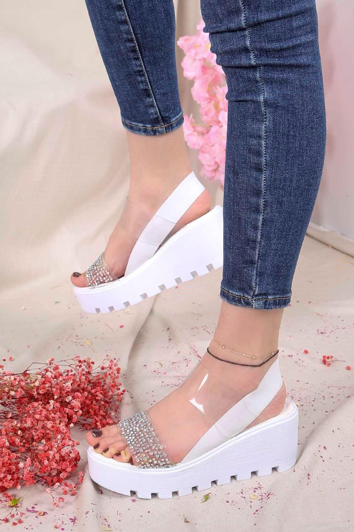 Şanzelize Beyaz Şeffaf Taş Detay Dolgu Taban Sandalet