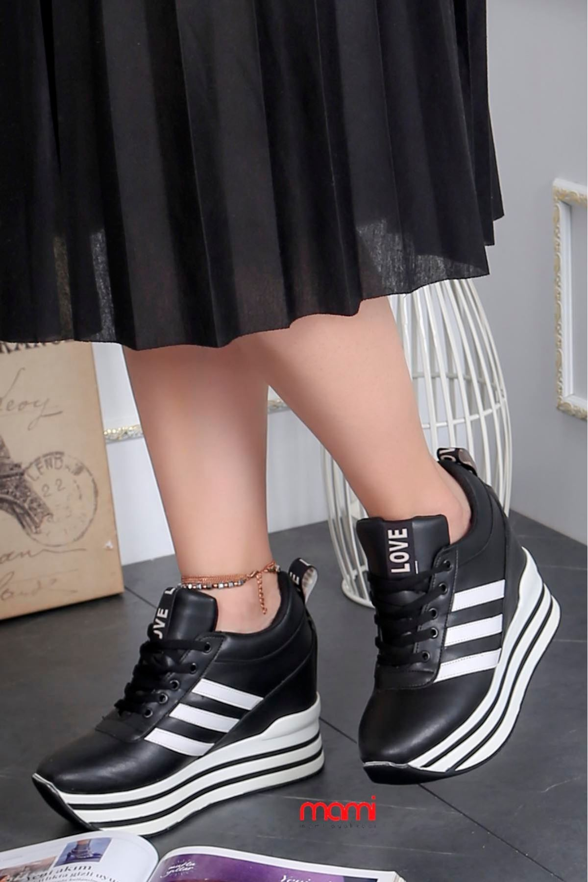 Favori Gizli Topuk Spor Ayakkabı Siyah Deri