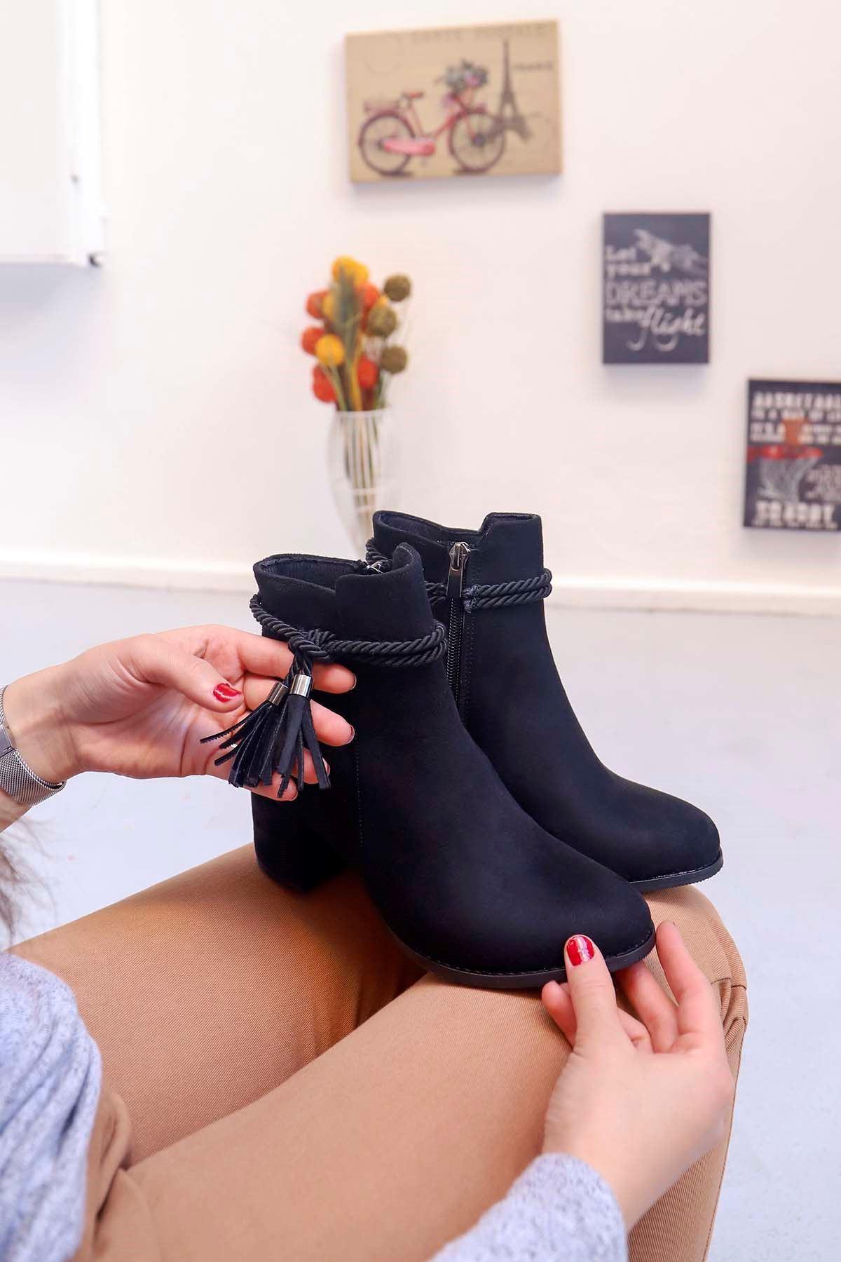 mami-Püsküllü Topuklu Bot Siyah Süet