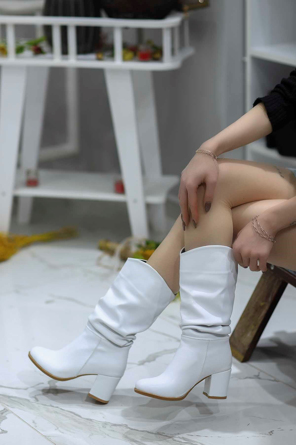 Mami-9610 Diz Altı Topuklu Yarım Çizme Beyaz Deri