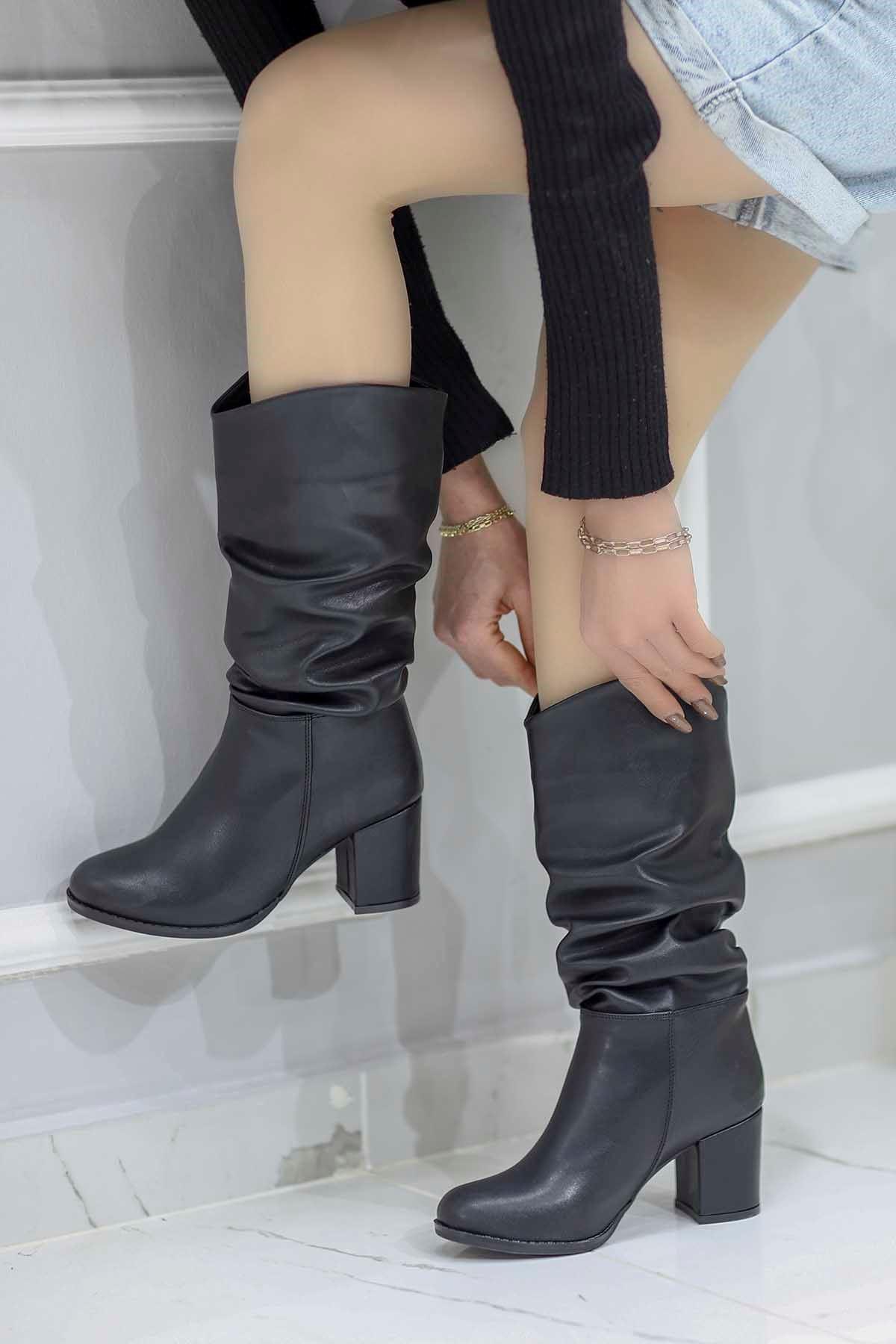 Mami-9610 Diz Altı Topuklu Yarım Çizme Siyah Deri