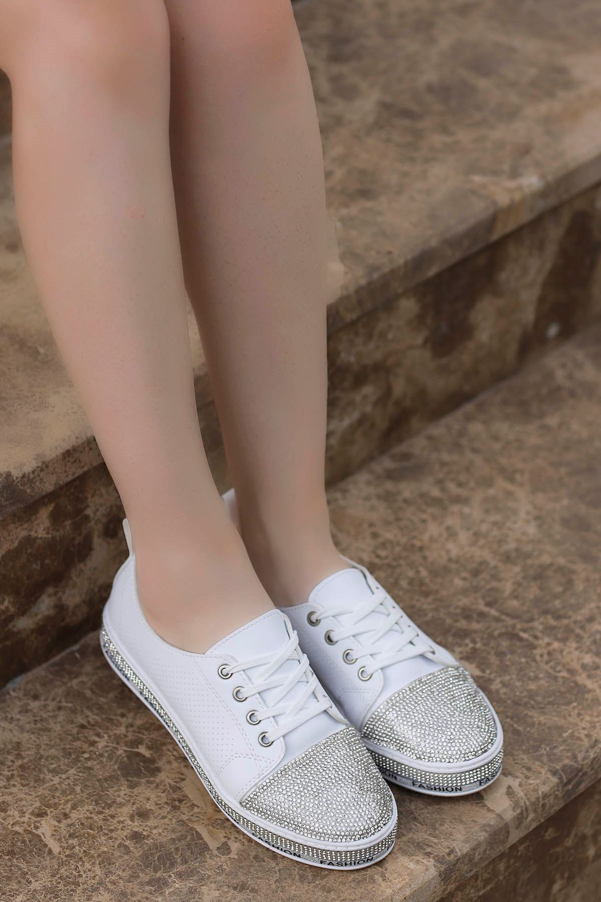 Lisa Taş Detay Spor Ayakkabı Beyaz