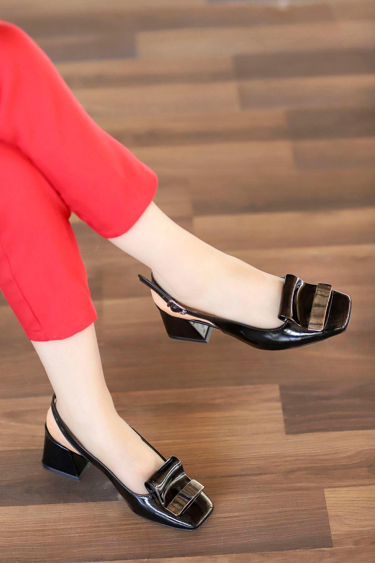 Nora Toka Detay Arka Açık Topuklu Ayakkabı Siyah Rugan