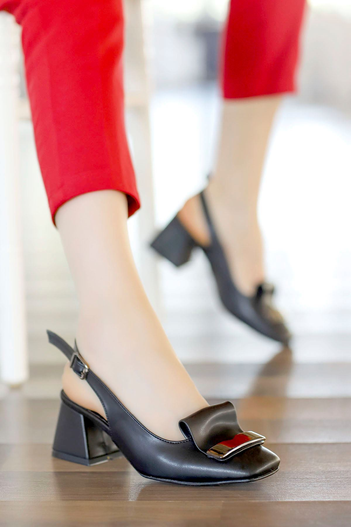 Nora Toka Detay Arka Açık Topuklu Ayakkabı Siyah Deri