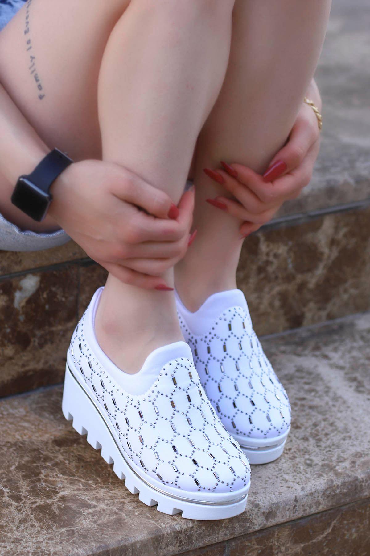 Lori-Dolgu Taban Tas Detay Beyaz Spor