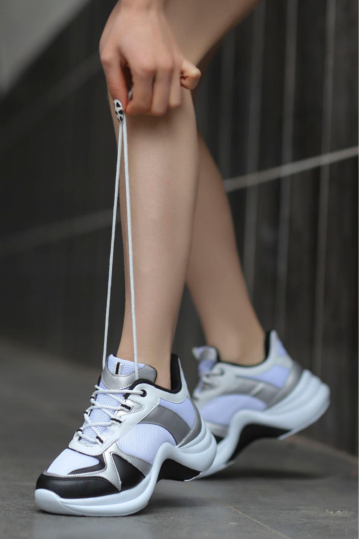 Tny-01 Tabanlı Spor Ayakkabı Beyaz Siyah Gümüş