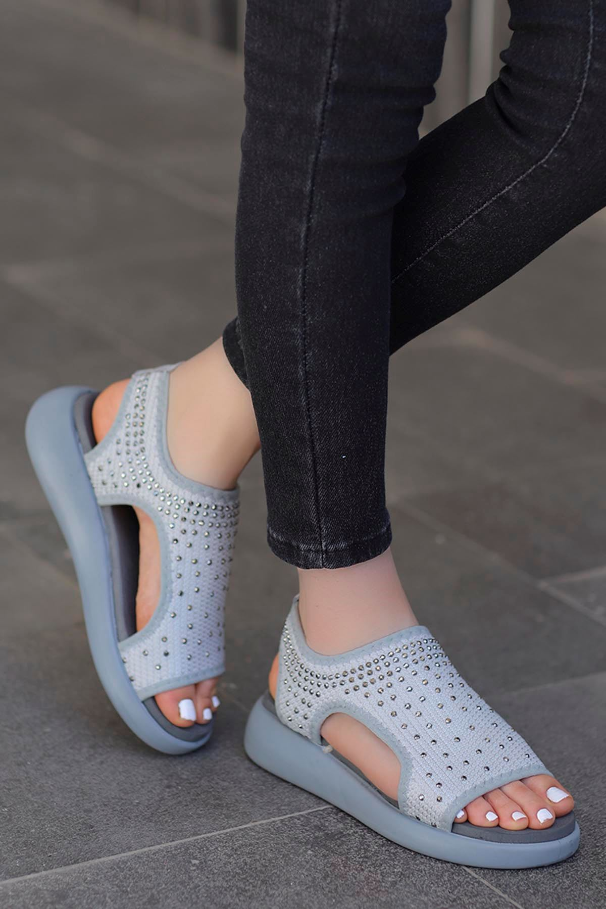 Calli Taşlı Triko Sandalet Gri