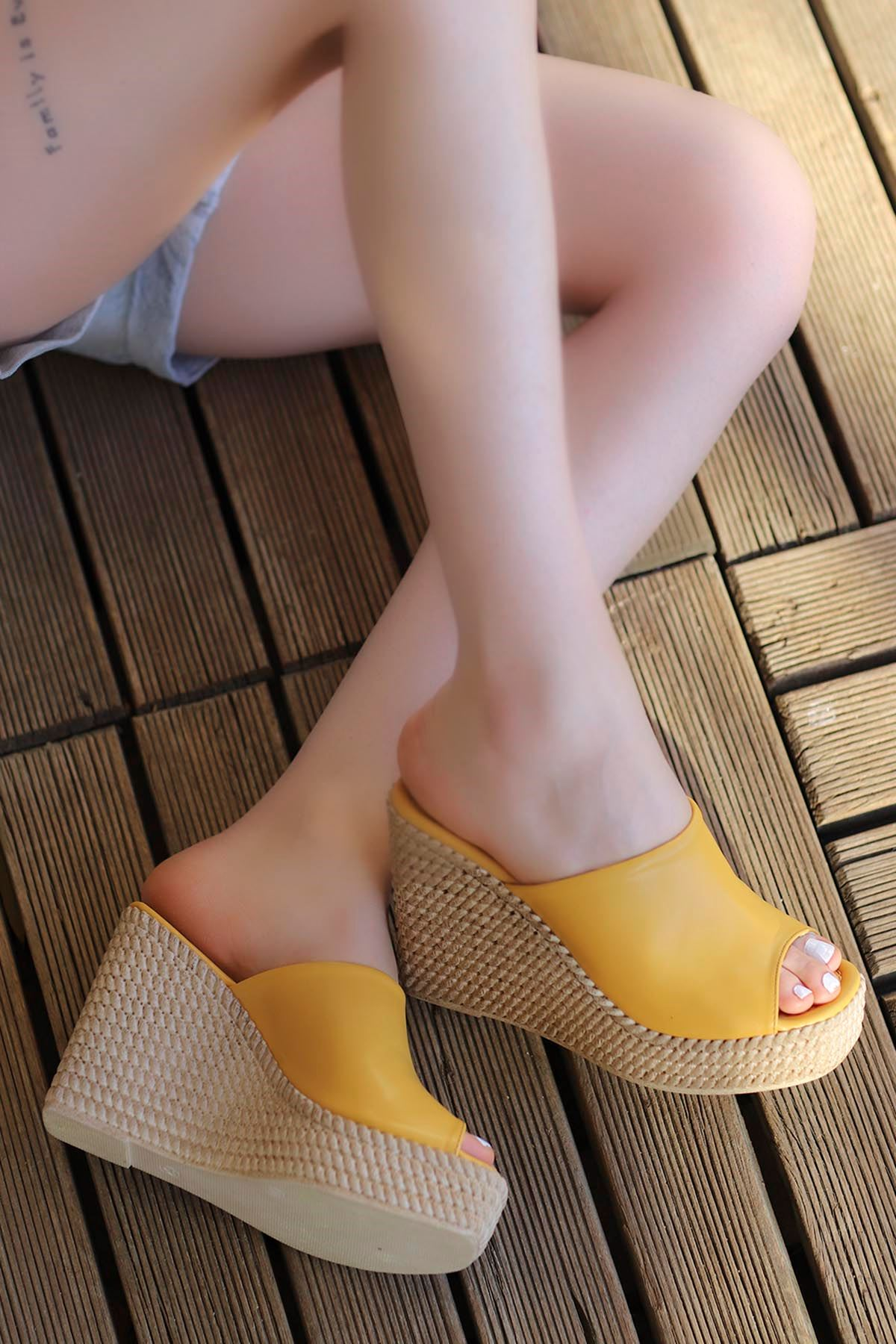 Joyne Hasır Dolgu Taban Terlik Sarı