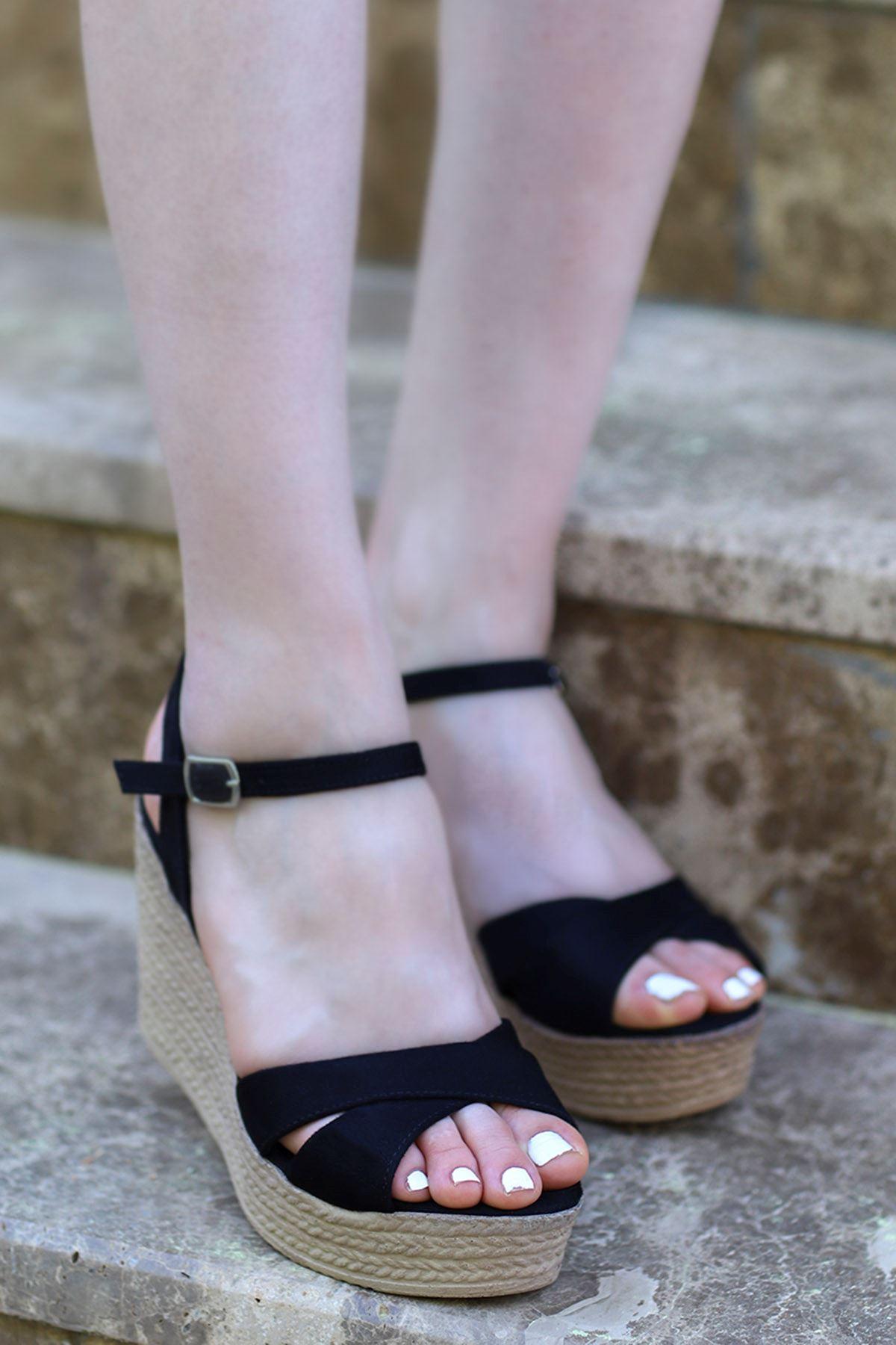 Alanis Çapraz Dolgu Sandalet Siyah Süet