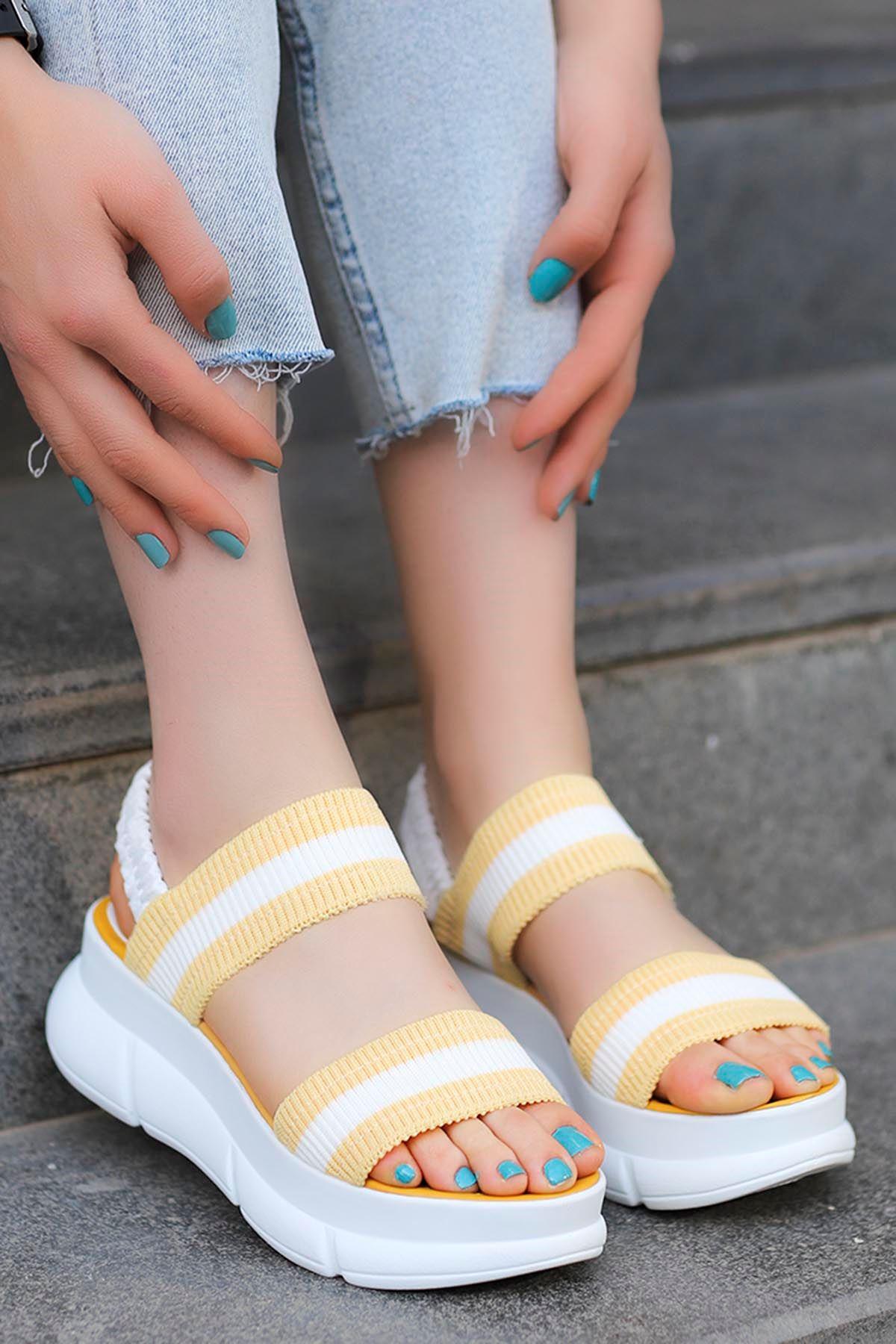 Caroline Triko Dolgu Sandalet Sarı