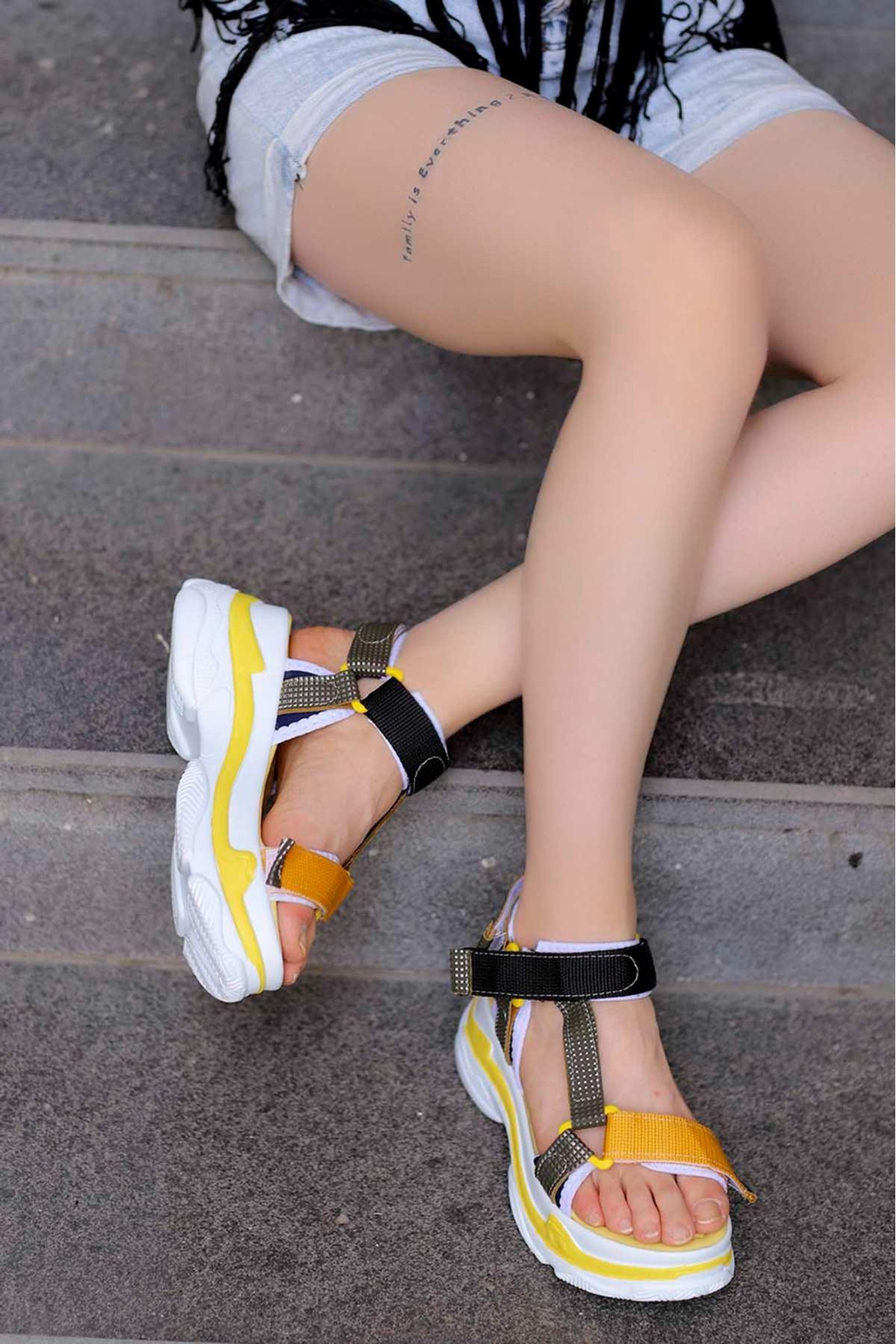 Rafael Dolgu Taban Sandalet Sarı/Siyah
