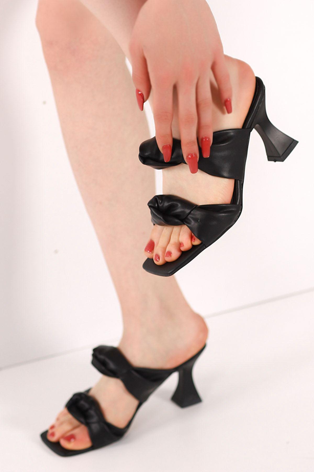 Carline Burgu Kemer Topuklu Terlik Siyah