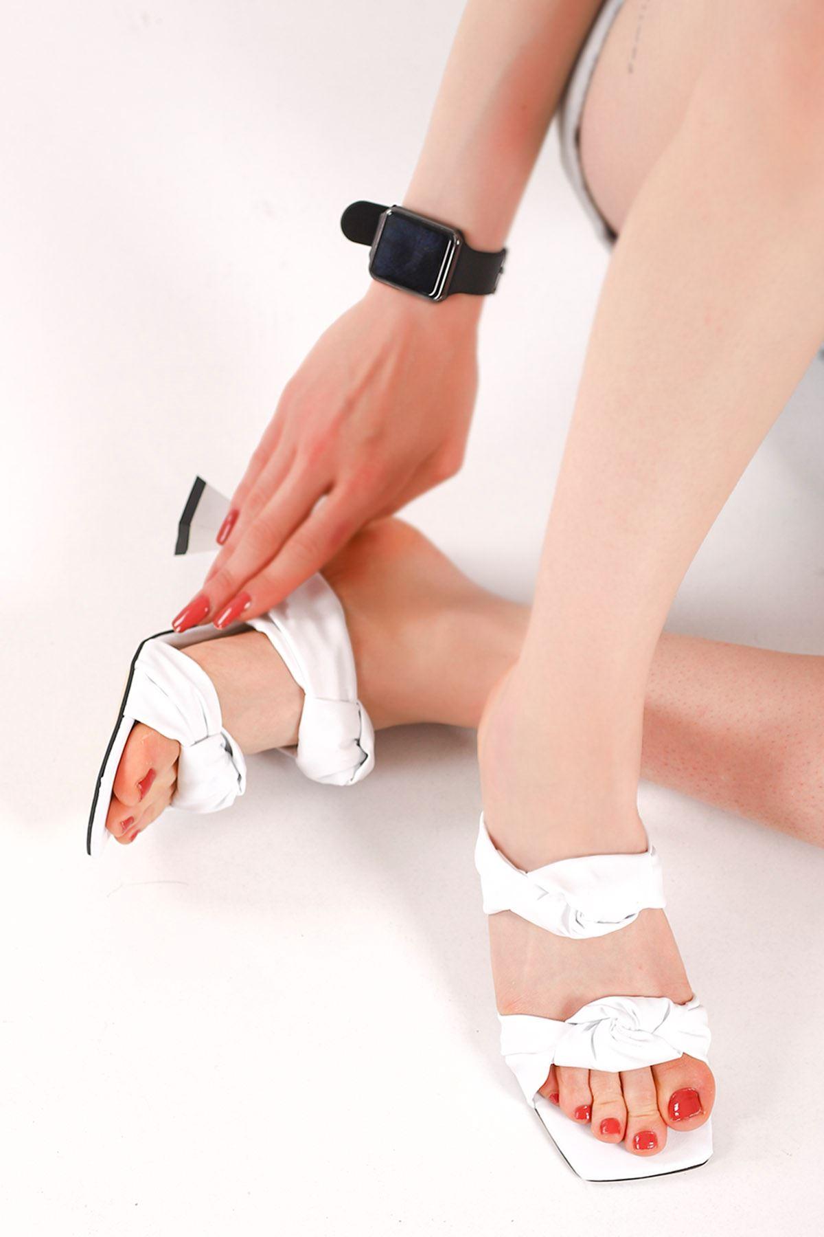 Carline Burgu Kemer Topuklu Terlik Beyaz