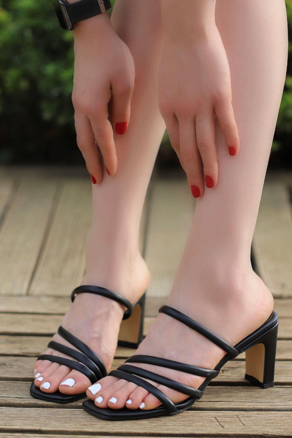 Mabel Bantlı Topuklu Terlik Siyah