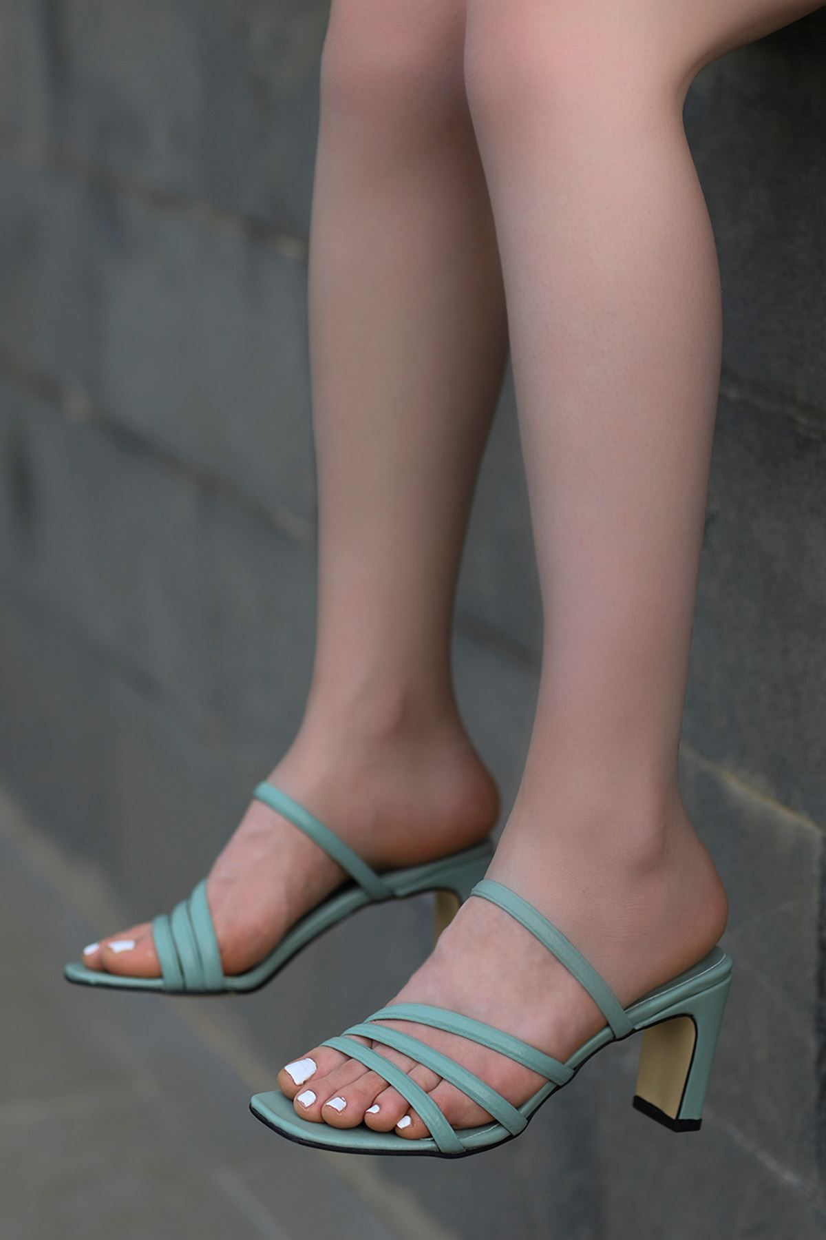 Mabel Bantlı Topuklu Terlik Yeşil