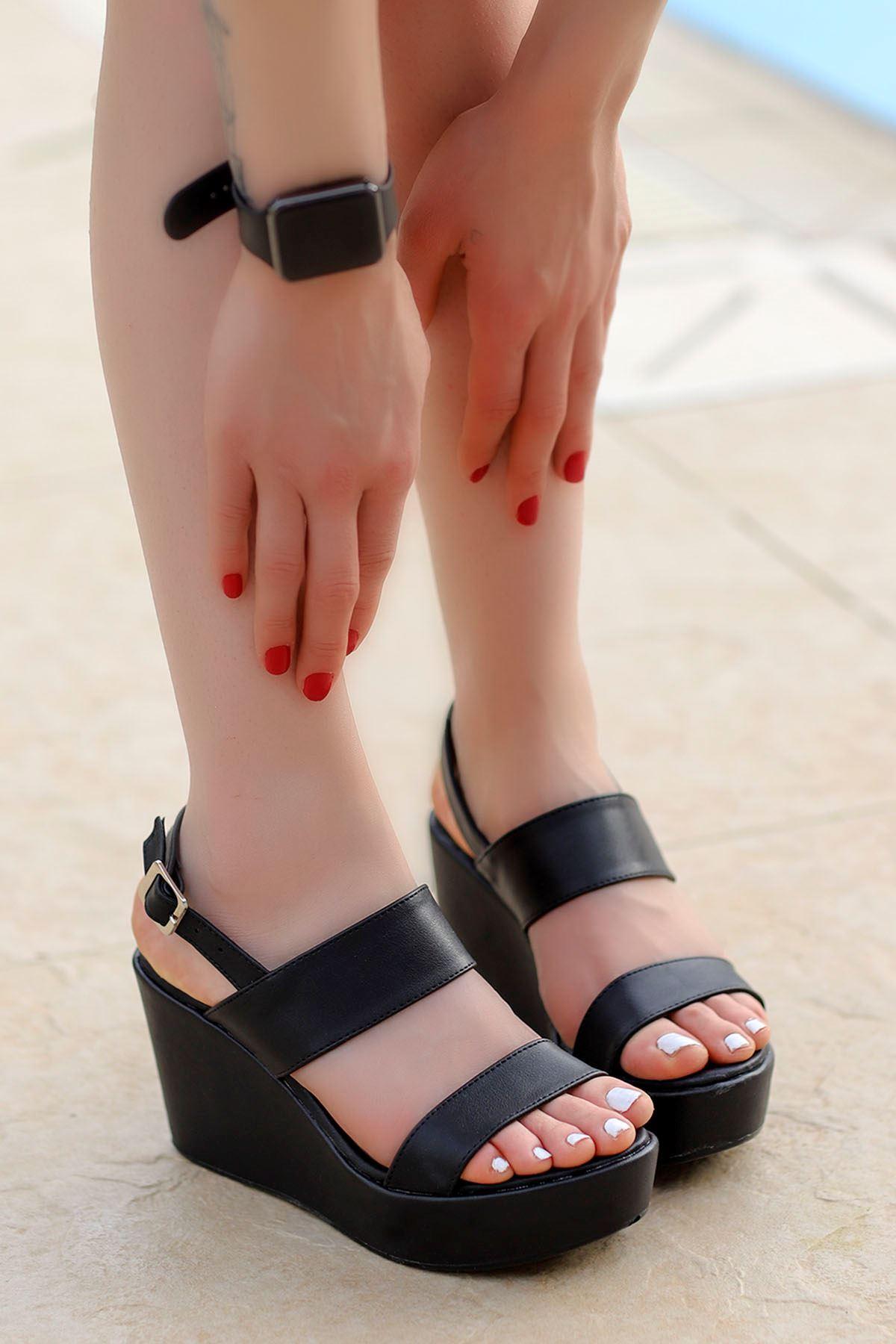 Alina Dolgu Sandalet Siyah