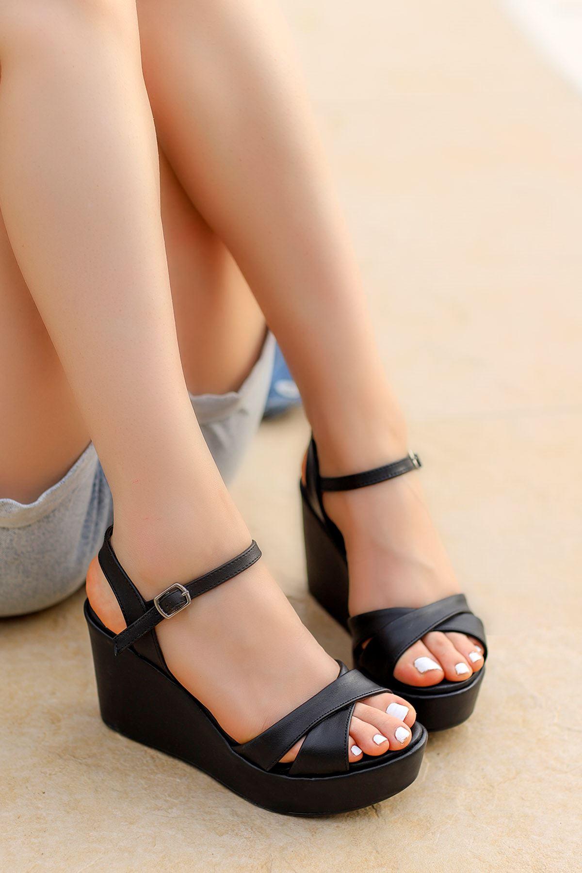 Jevel Dolgu Sandalet Siyah