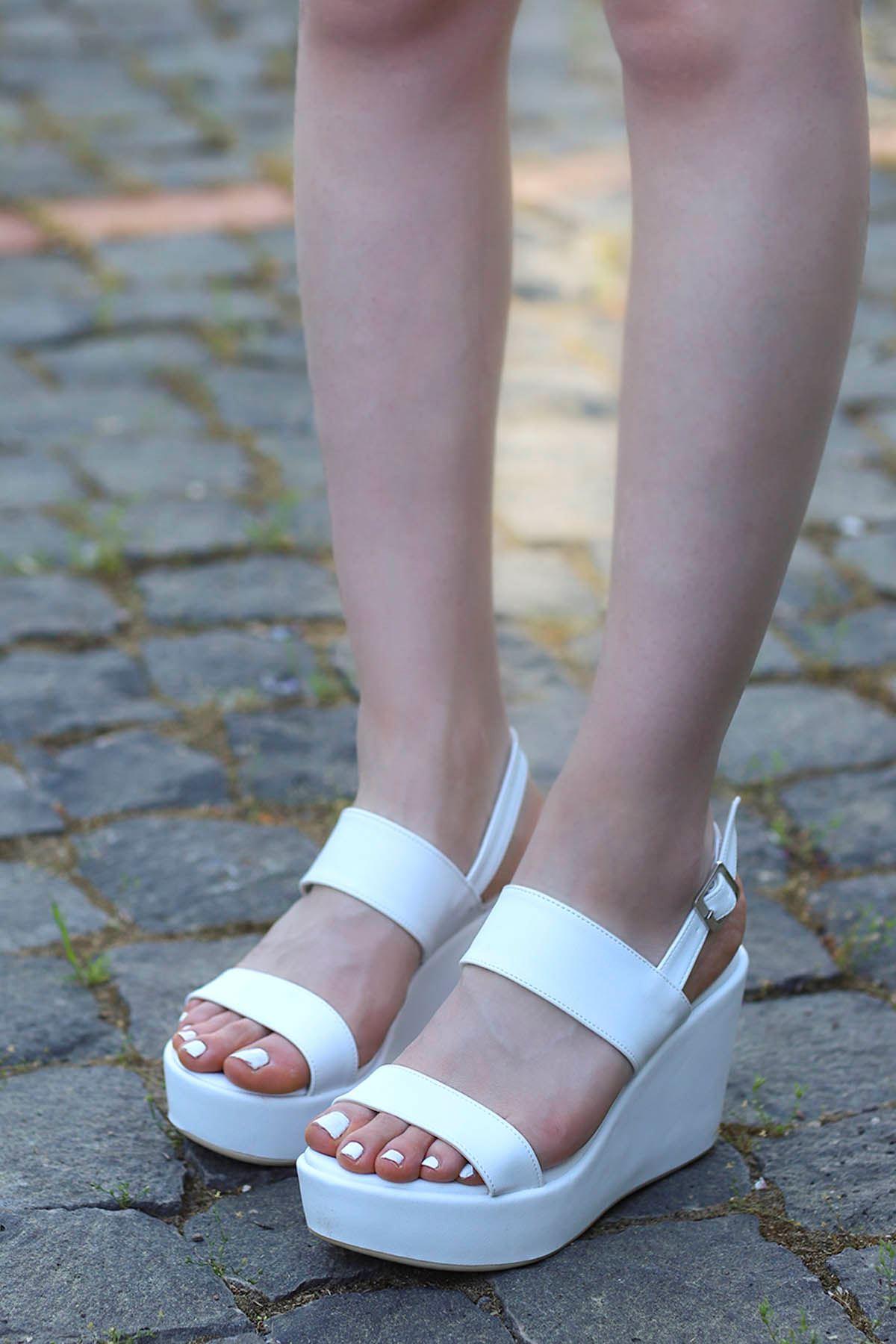 Alina Dolgu Sandalet Beyaz