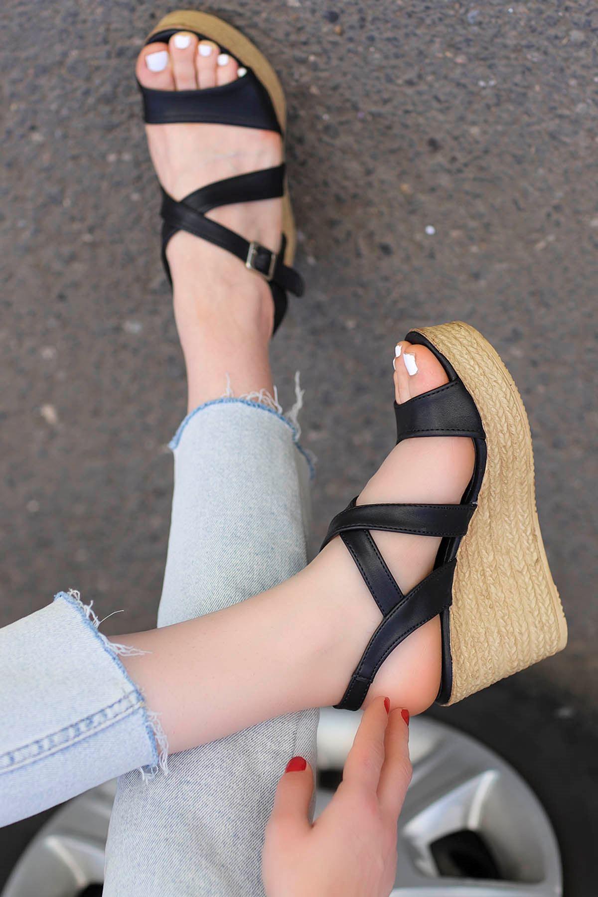 Jayla Dolgu Sandalet Siyah
