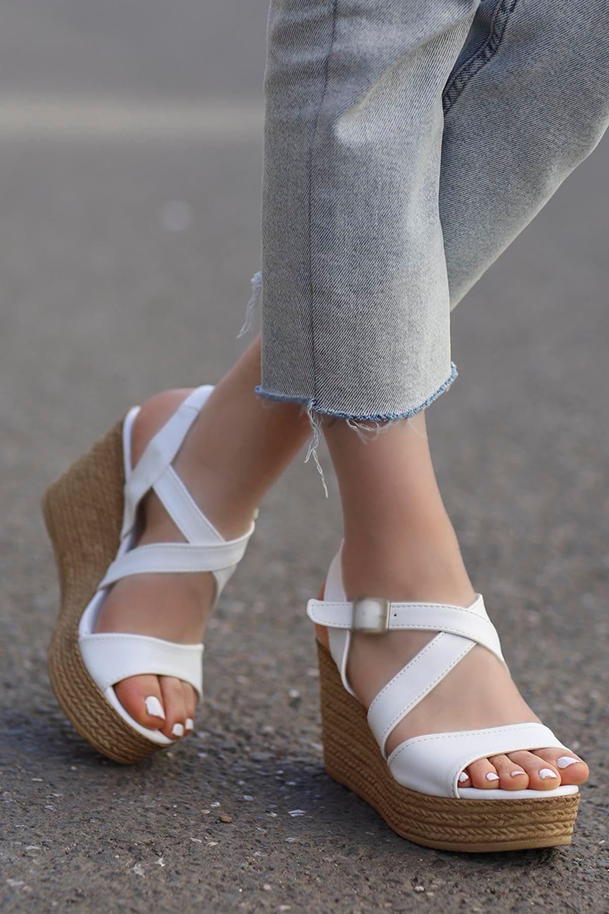 Jayla Dolgu Sandalet Beyaz
