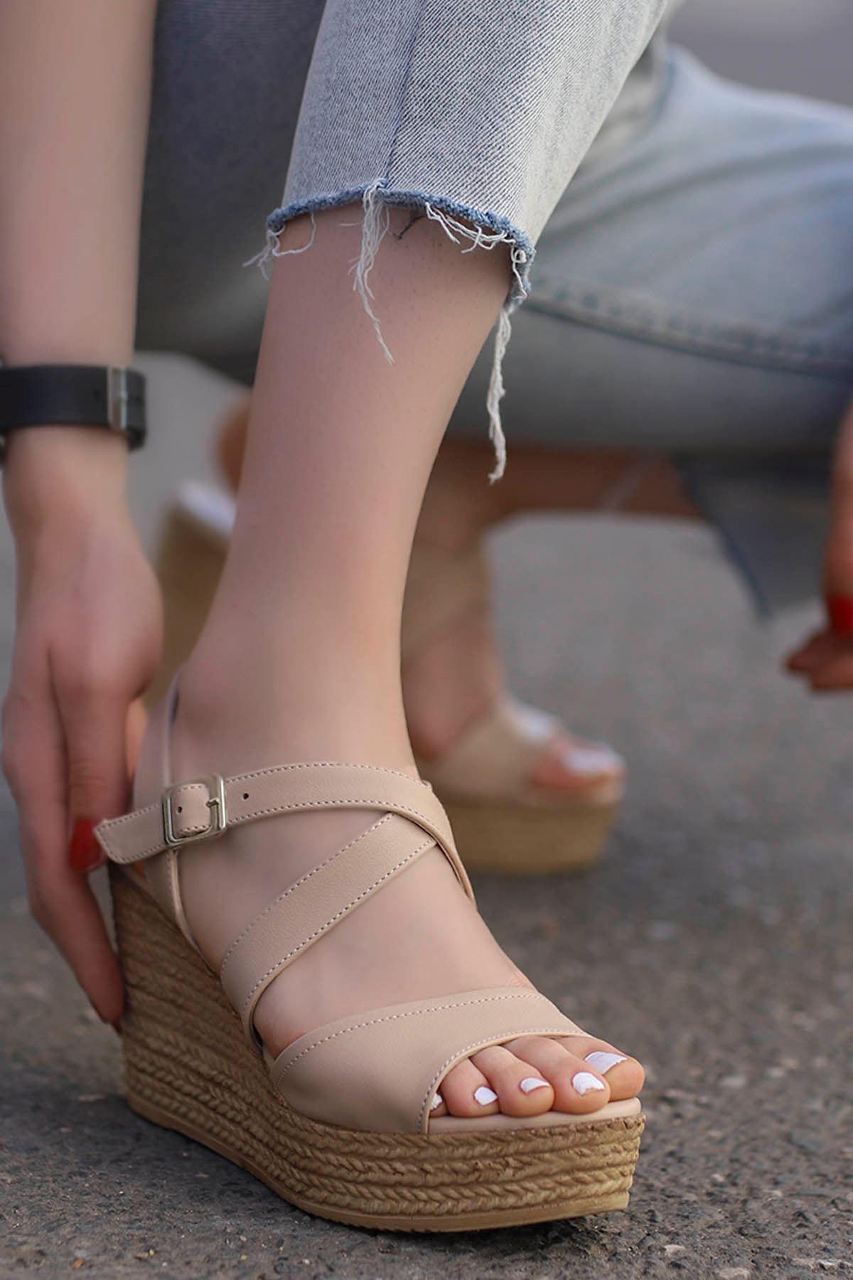 Jayla Dolgu Sandalet Vizyon