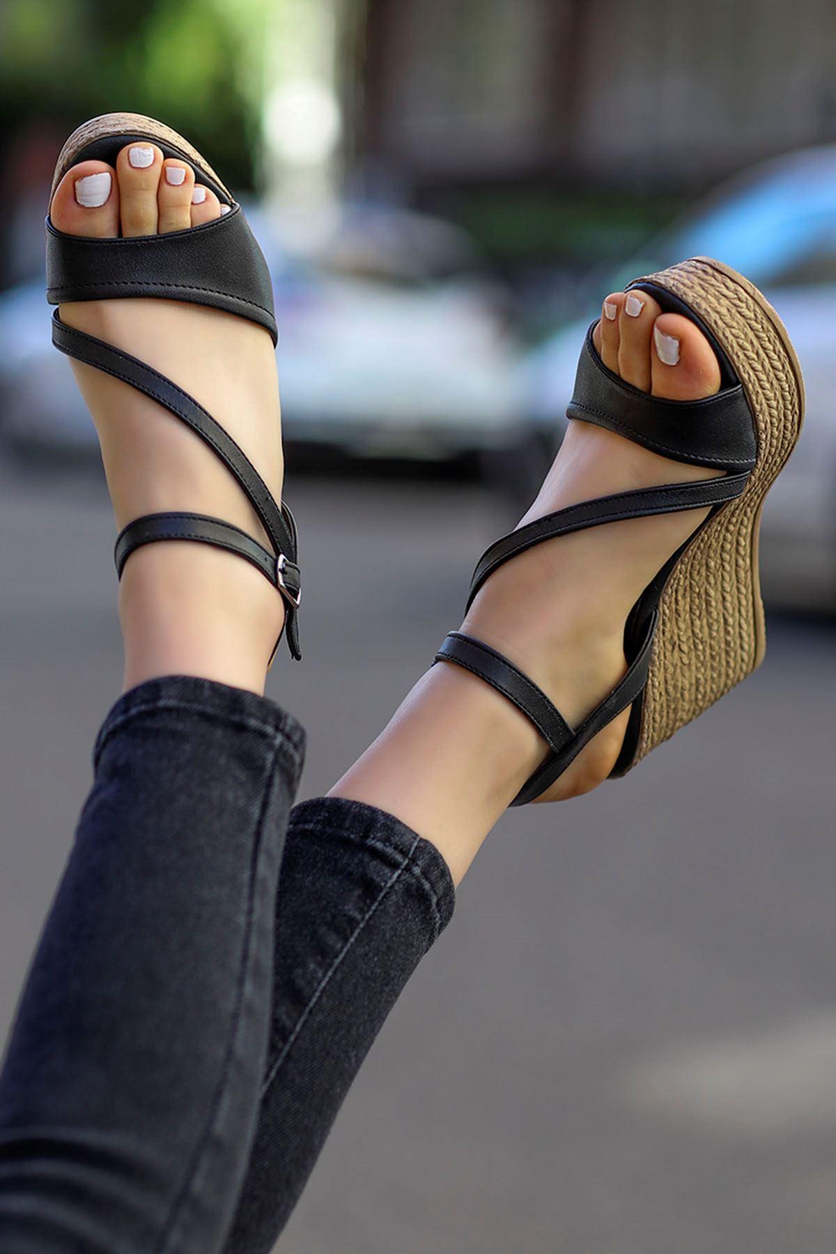 Sory Dolgu Sandalet Siyah