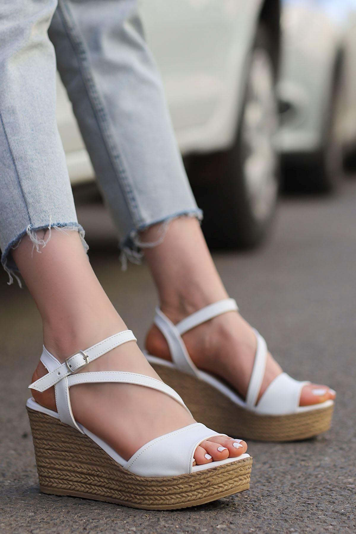 Sory Dolgu Sandalet Beyaz