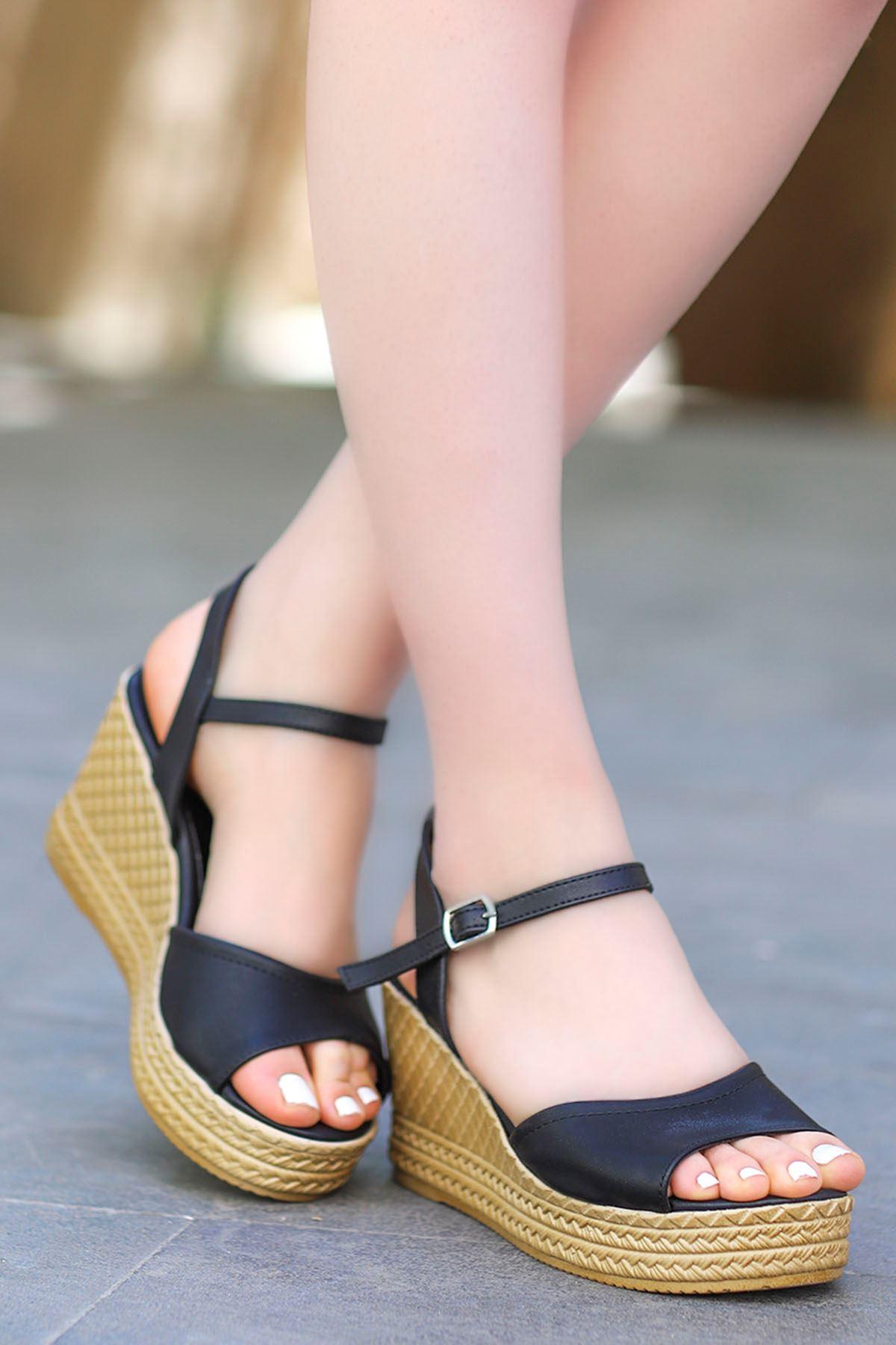 Ruby Dolgu Sandalet Siyah