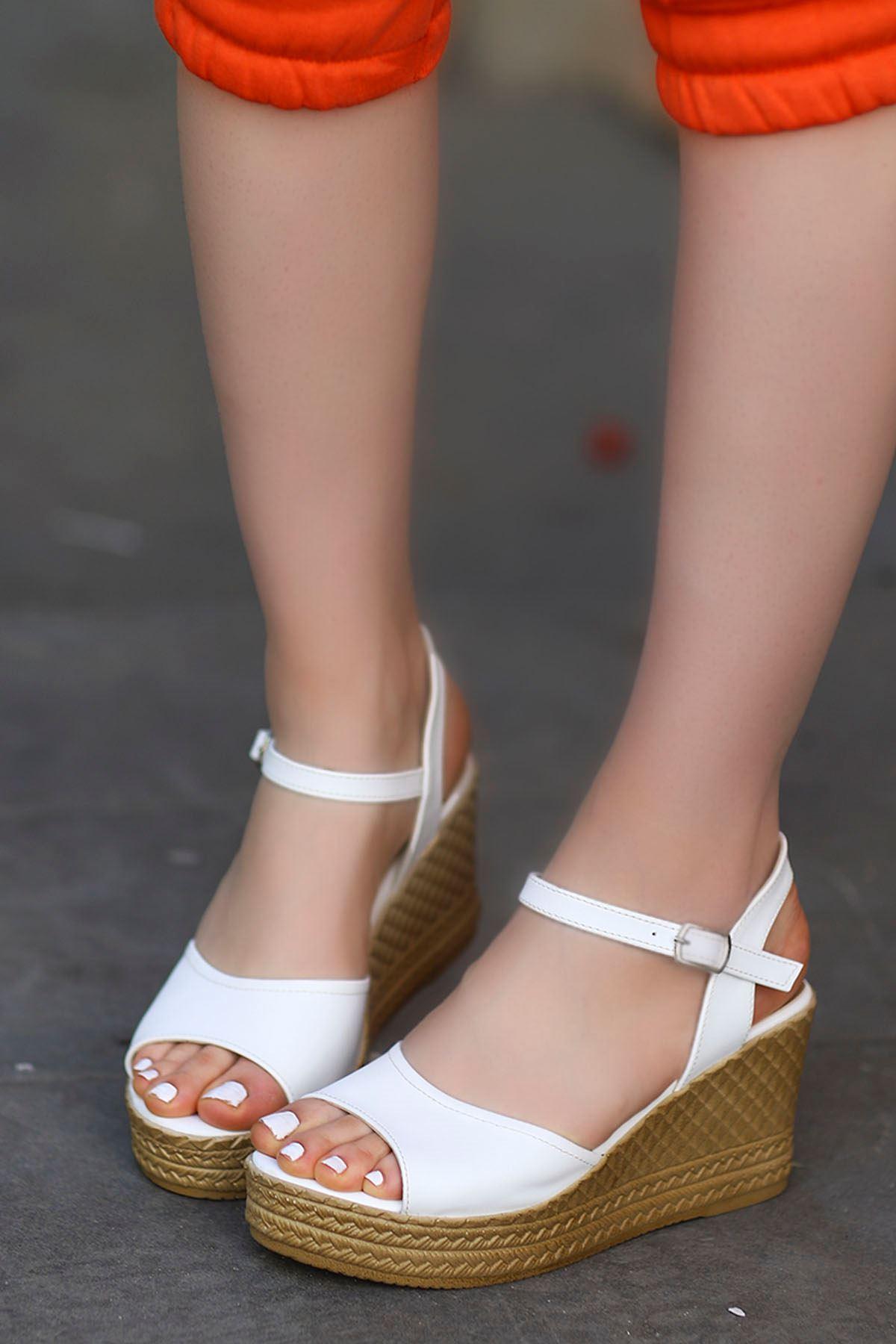 Ruby Dolgu Sandalet Beyaz