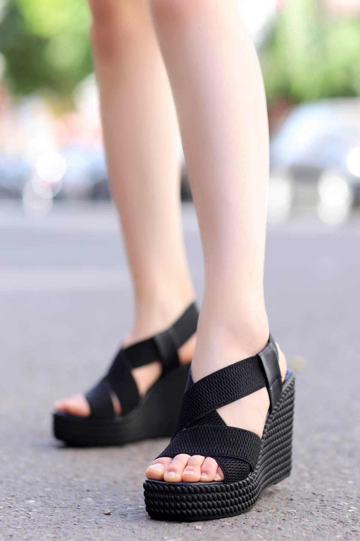 Joyje Dolgu Sandalet Siyah