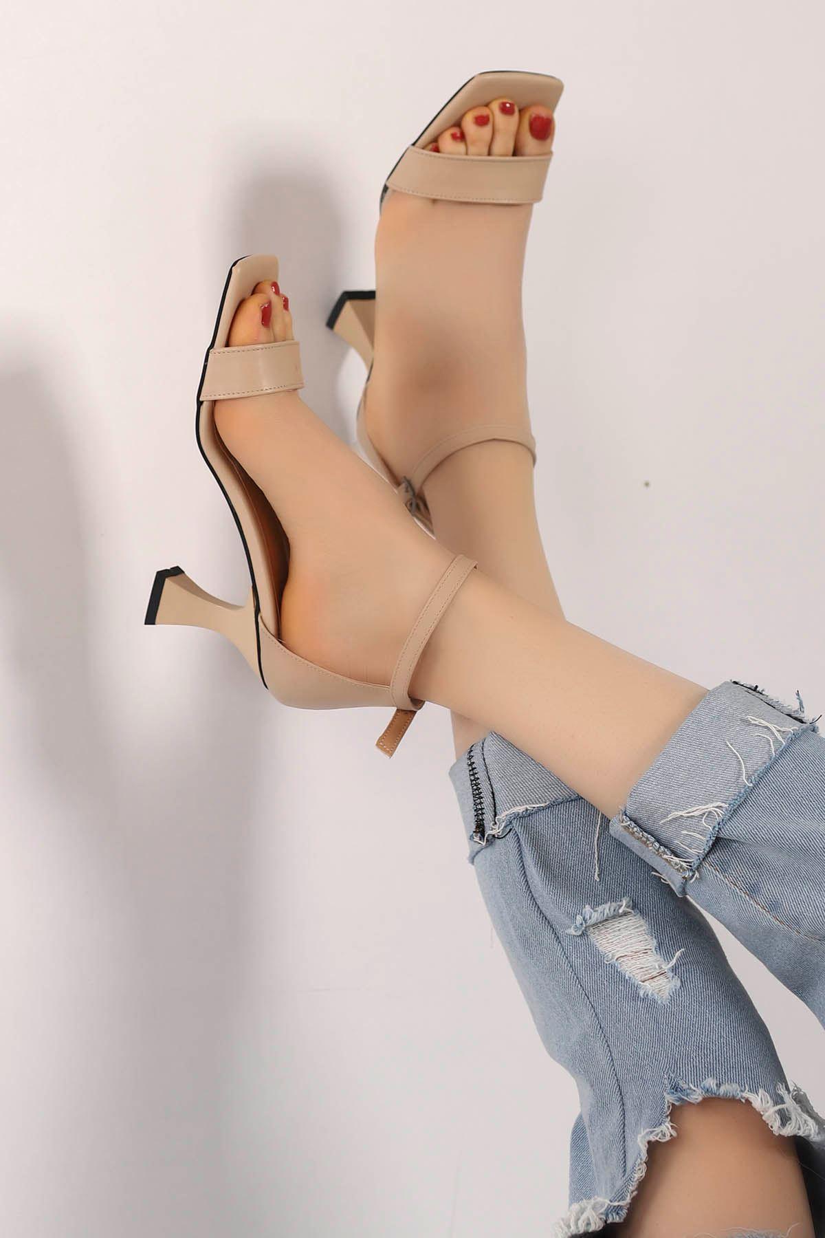 Lia Tek Bant Topuklu Ayakkabı Bej