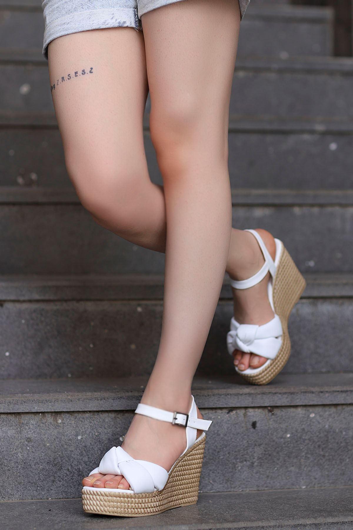 Fino Burgu Detay Dolgu Taban Sandalet Beyaz