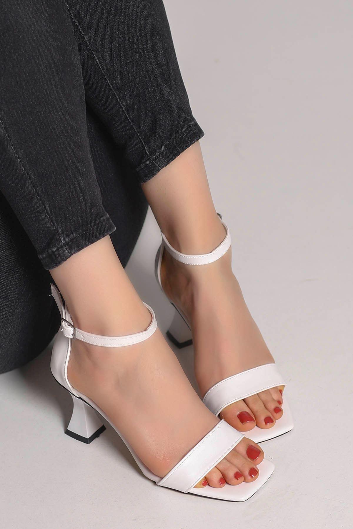 Lia Tek Bant Topuklu Ayakkabı Beyaz