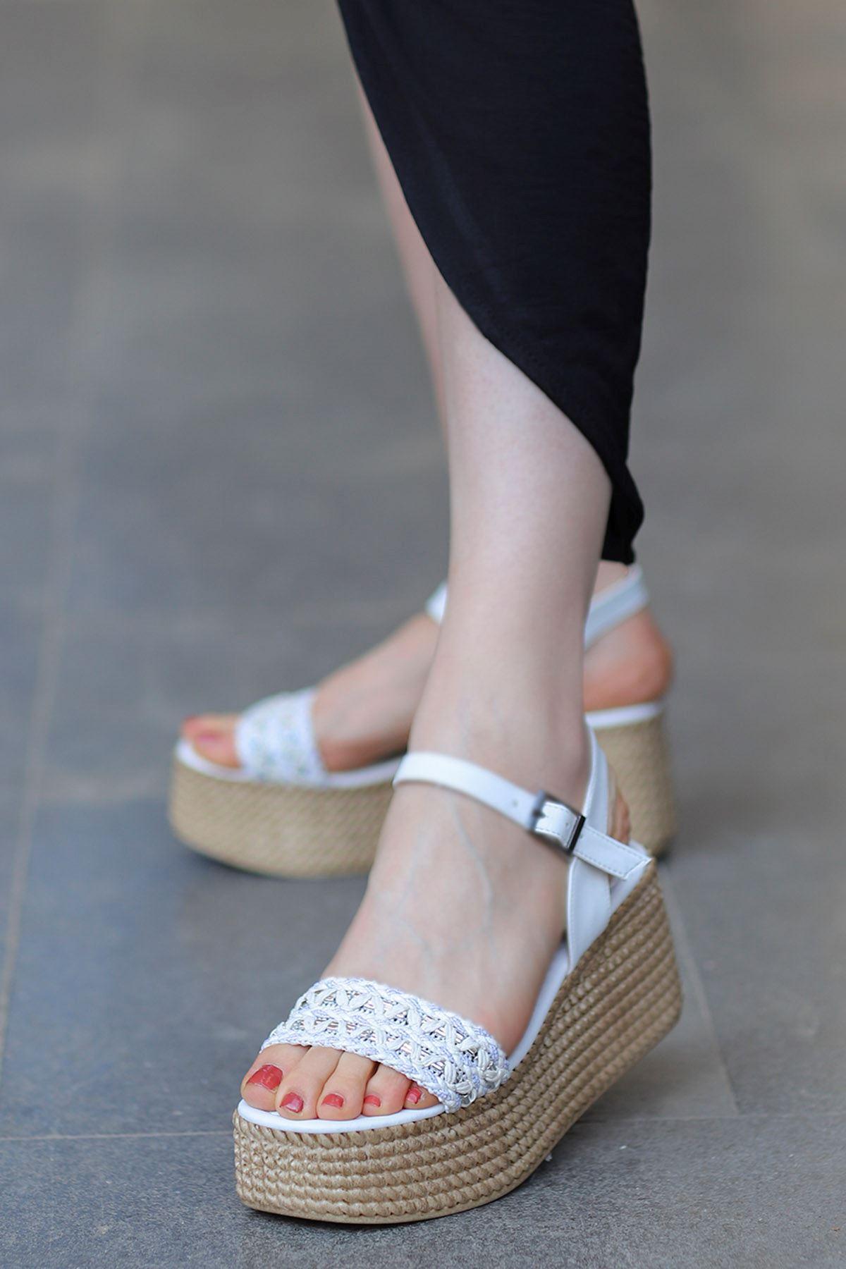 Yozi Dolgu Taban Sandalet Beyaz