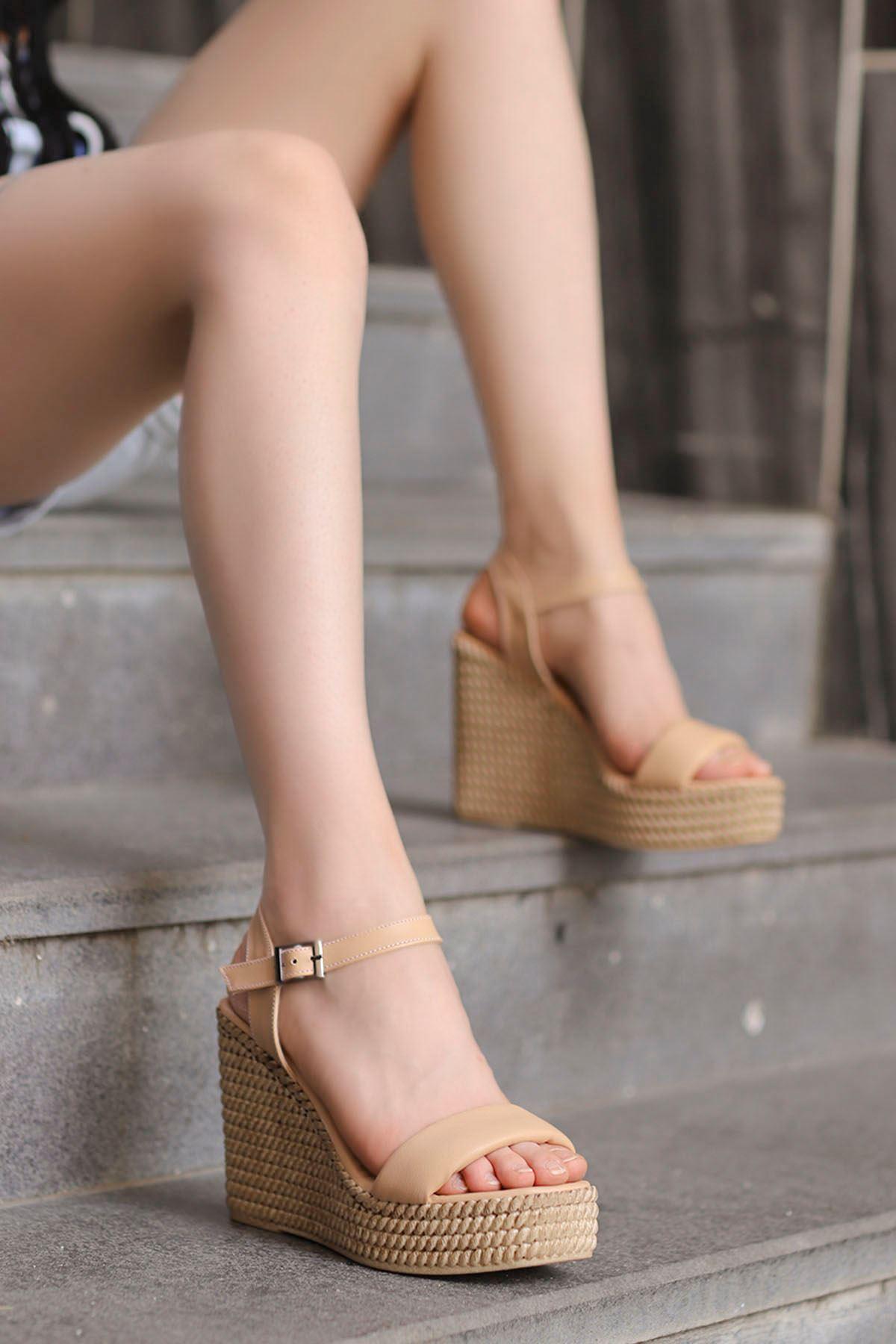 Lola Dolgu Taban Sandalet Krem