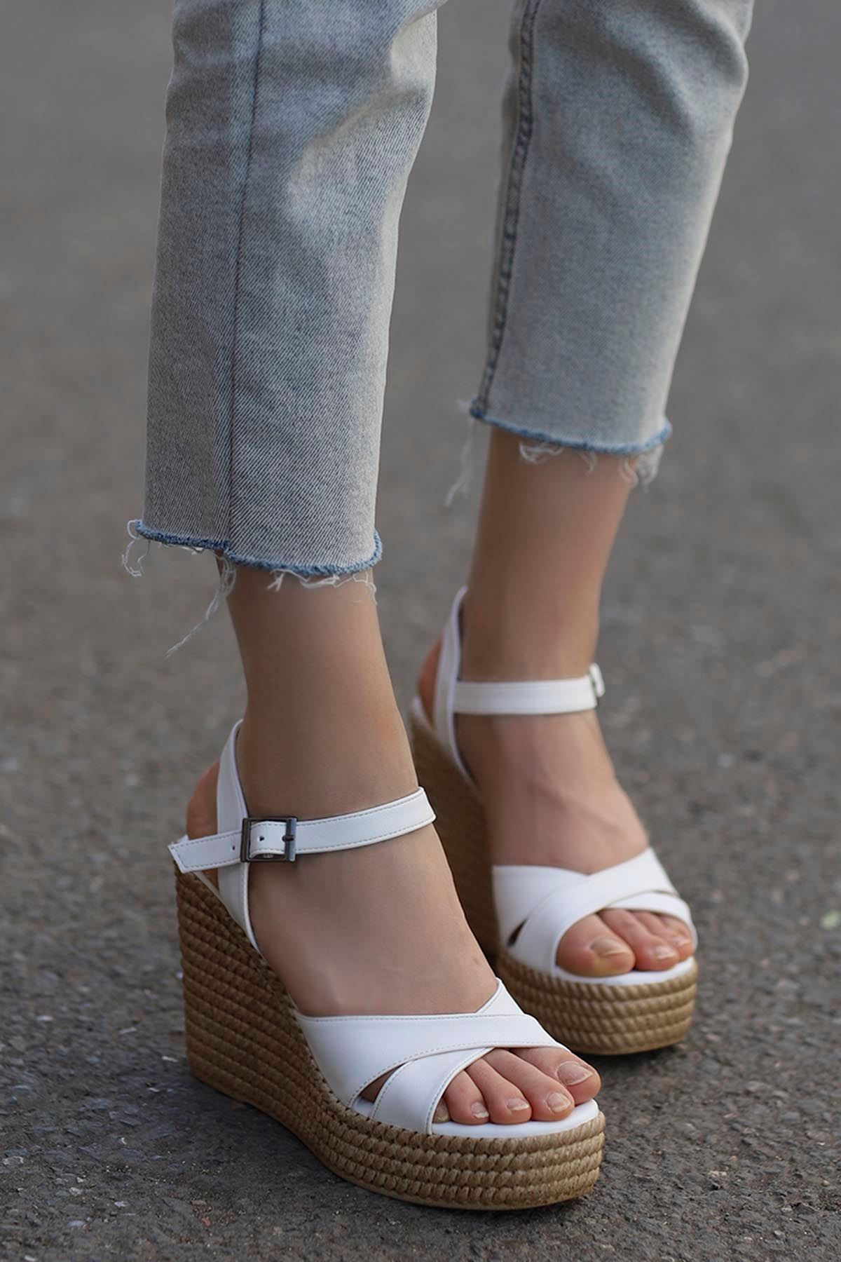 Adolis Dolgu Taban Sandalet Beyaz