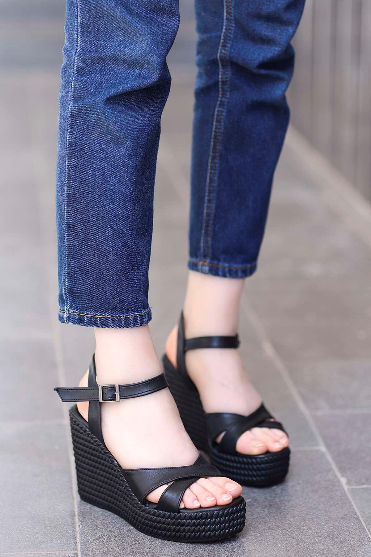 Adolis Dolgu Taban Sandalet Siyah