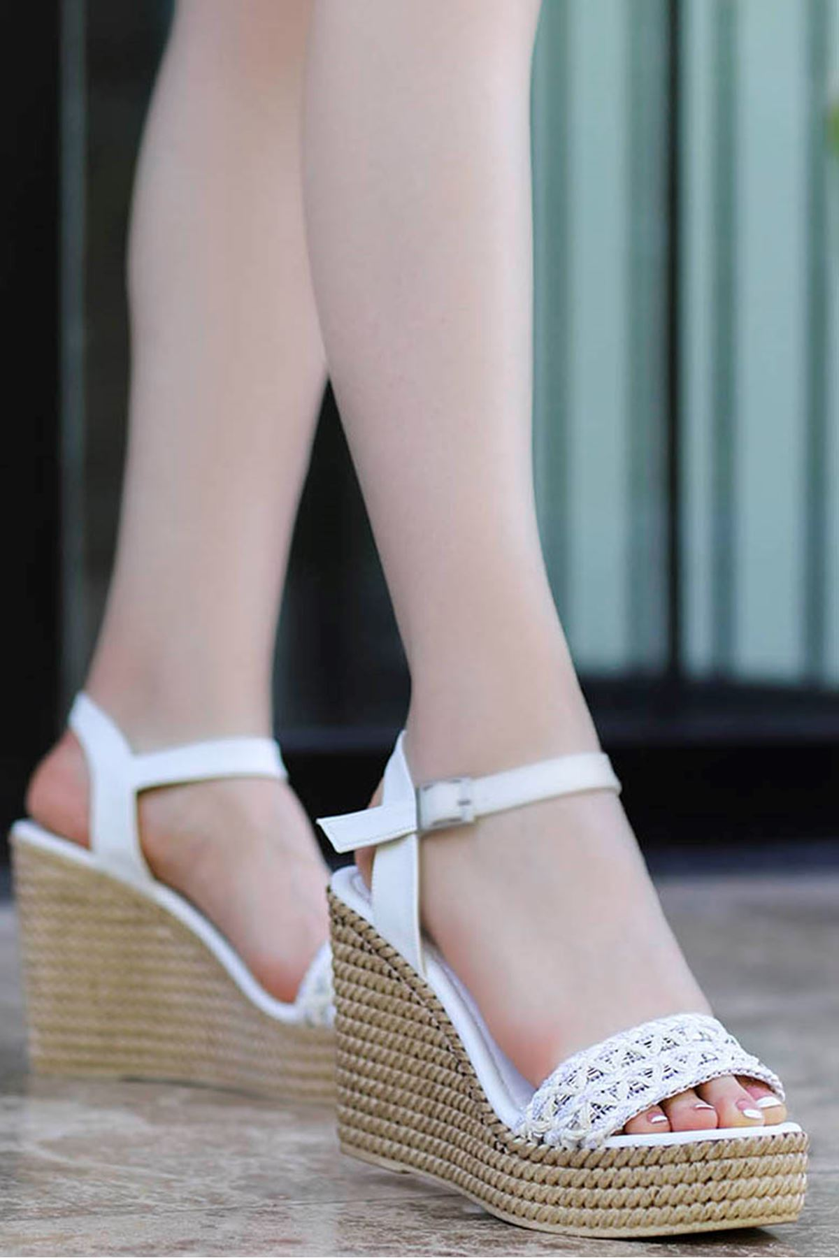 Sude Dolgu Taban Sandalet Beyaz