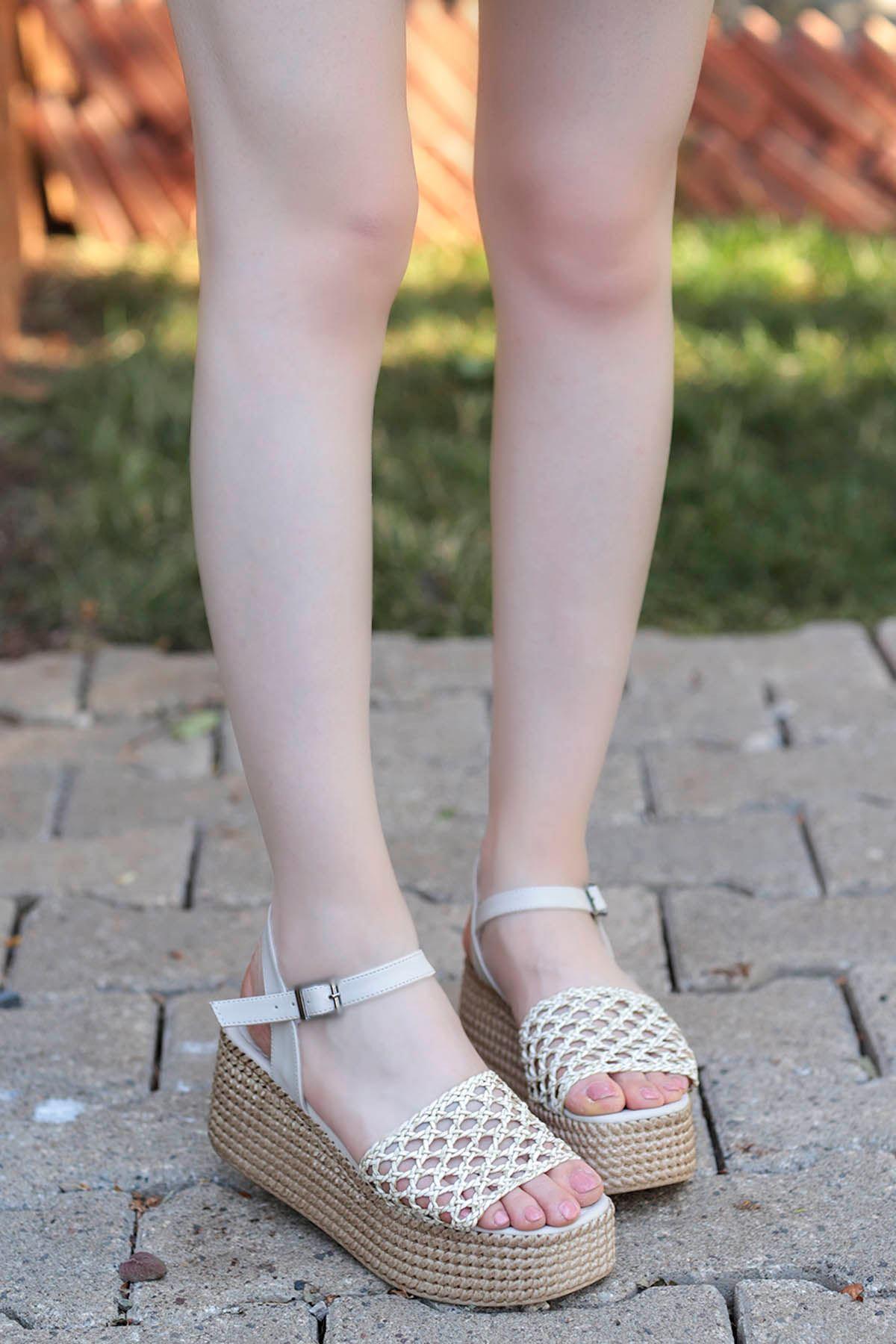 Nora Örgü Dolgu Taban Sandalet Krem
