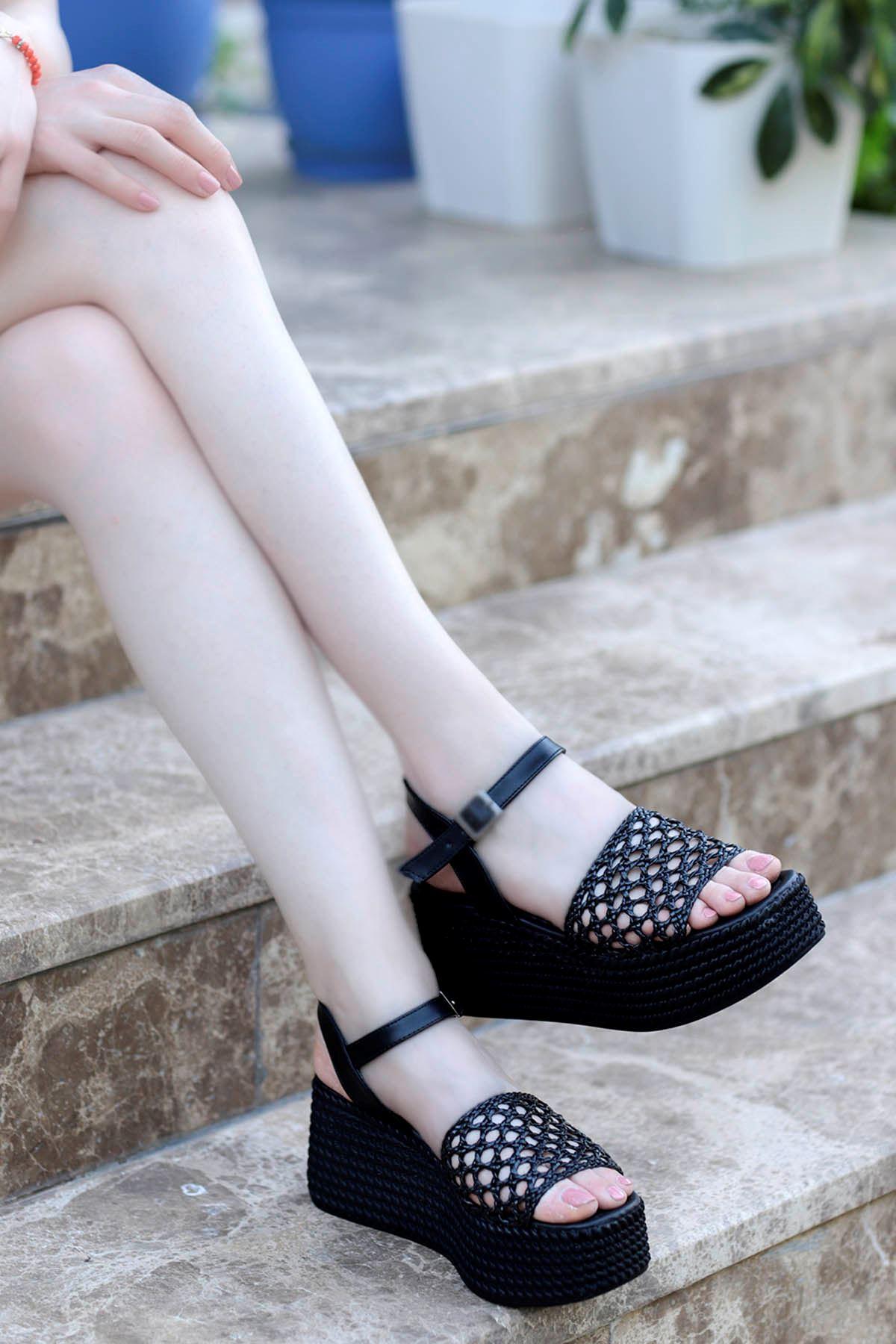 Nora Örgü Dolgu Taban Sandalet Siyah