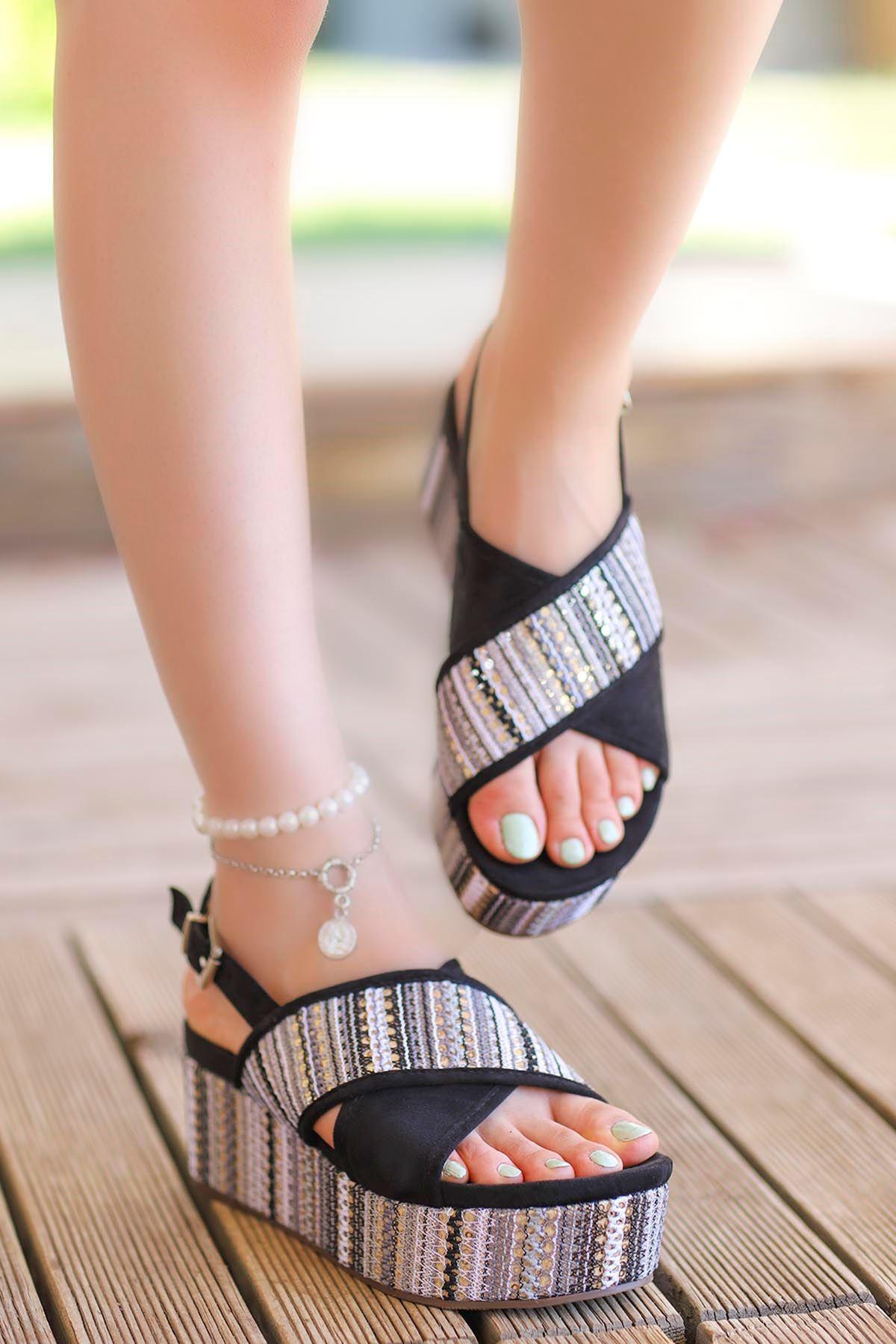 Guja Pul Detay Çapraz Dolgu Taban Sandalet Siyah 20Y182