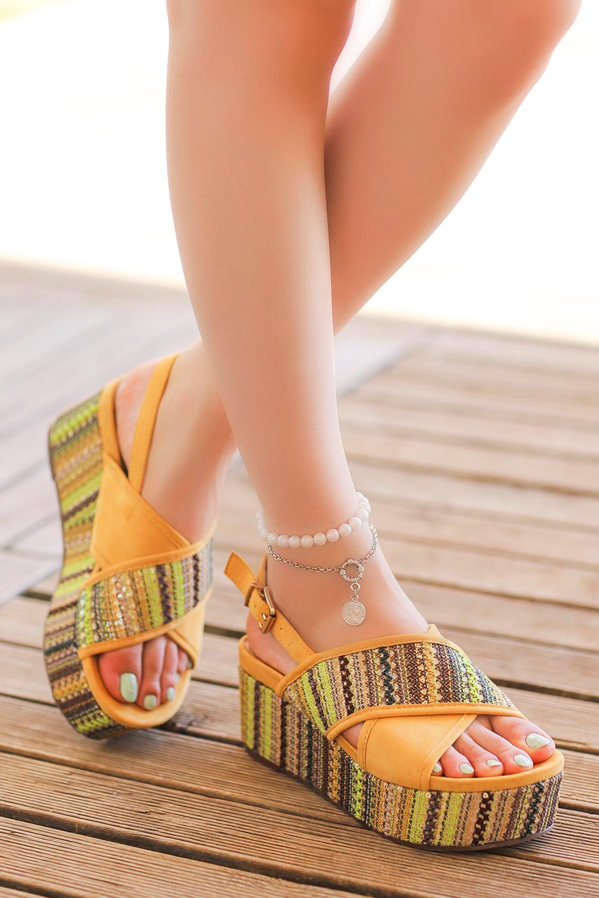 Guja Pul Detay Çapraz Dolgu Taban Sandalet Sarı 20Y182