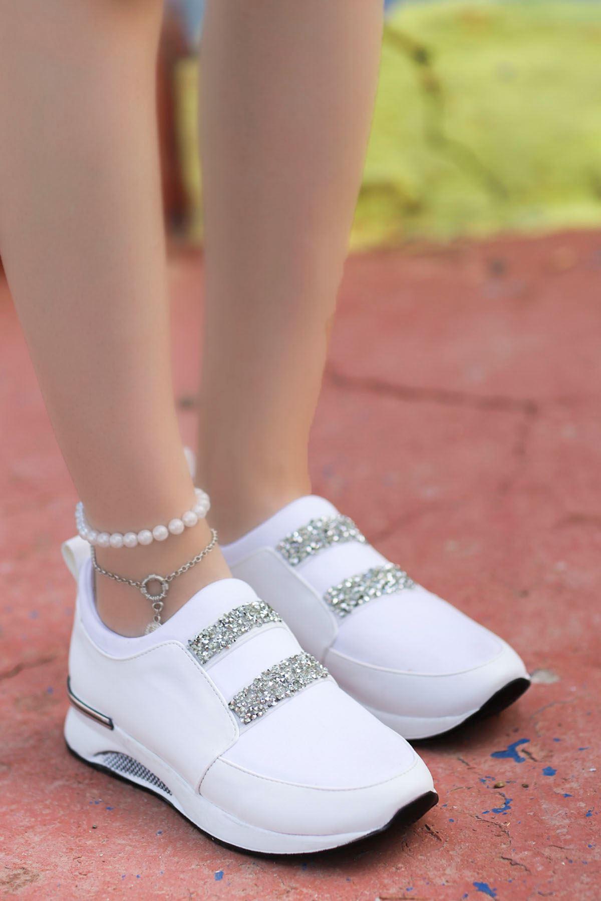 Santos Taş Detaylı Spor Ayakkabı Beyaz