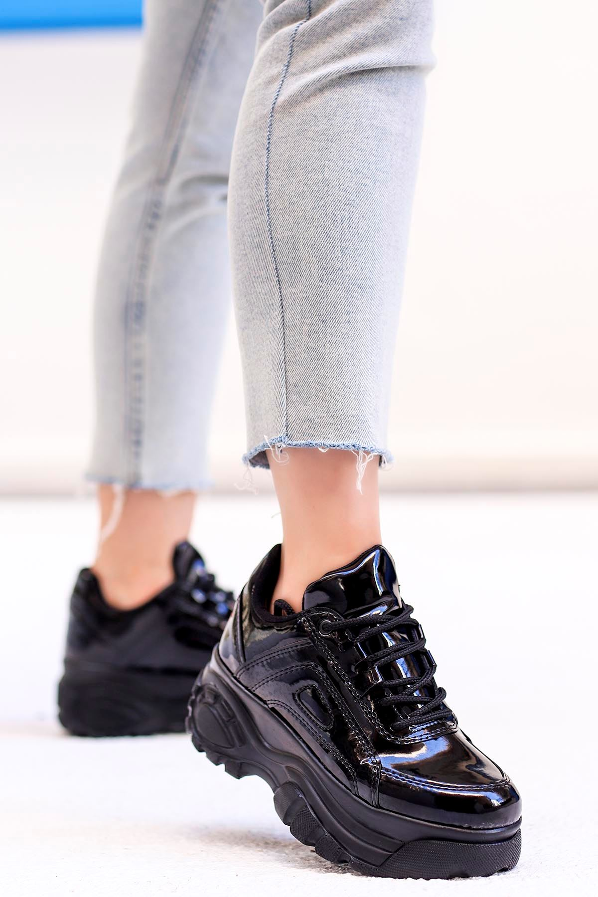 Peri Tabanlı Spor Ayakkabı Siyah Rugan